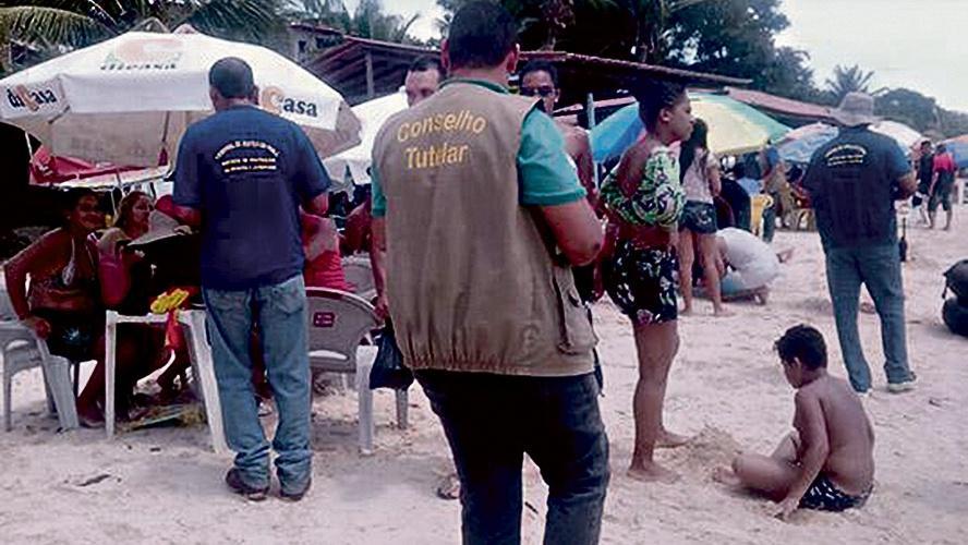 Juizado fiscaliza bares e hotéis em praia
