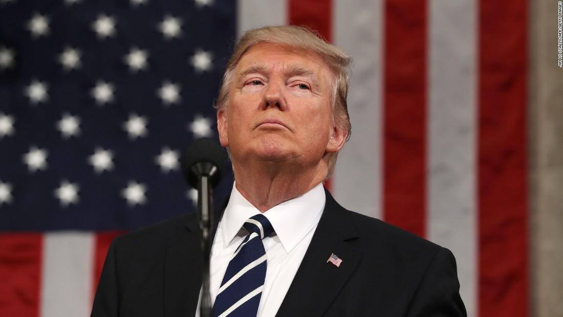 Trump entra na defensiva e culpa imprensa pela divisão