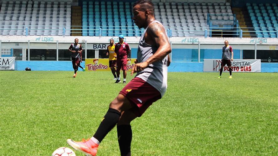 Guilherme Santos já está integrado ao time e deve ocupar a vaga do suspenso Peri