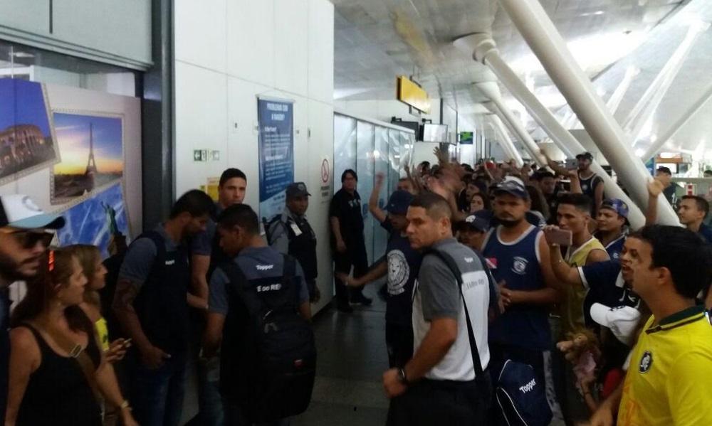 Sem Pimentinha, Remo embarca para Salgueiro com aeroporto lotado