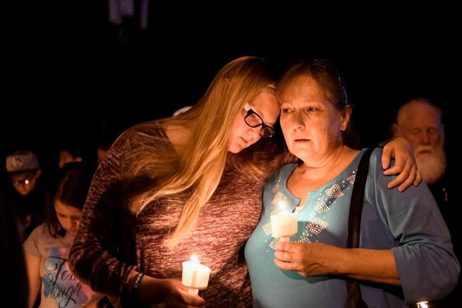 Homem armado com fuzil mata 26 pessoas em igreja no Texas