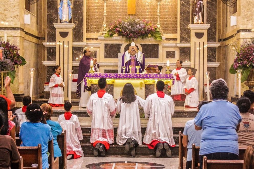 No festejo de Nossa Senhora das Graças, celebrou a Santa Missa Padre George Jenner