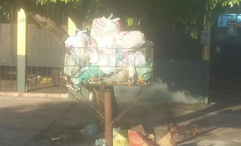 """Descaso do poder público """"lixo"""""""
