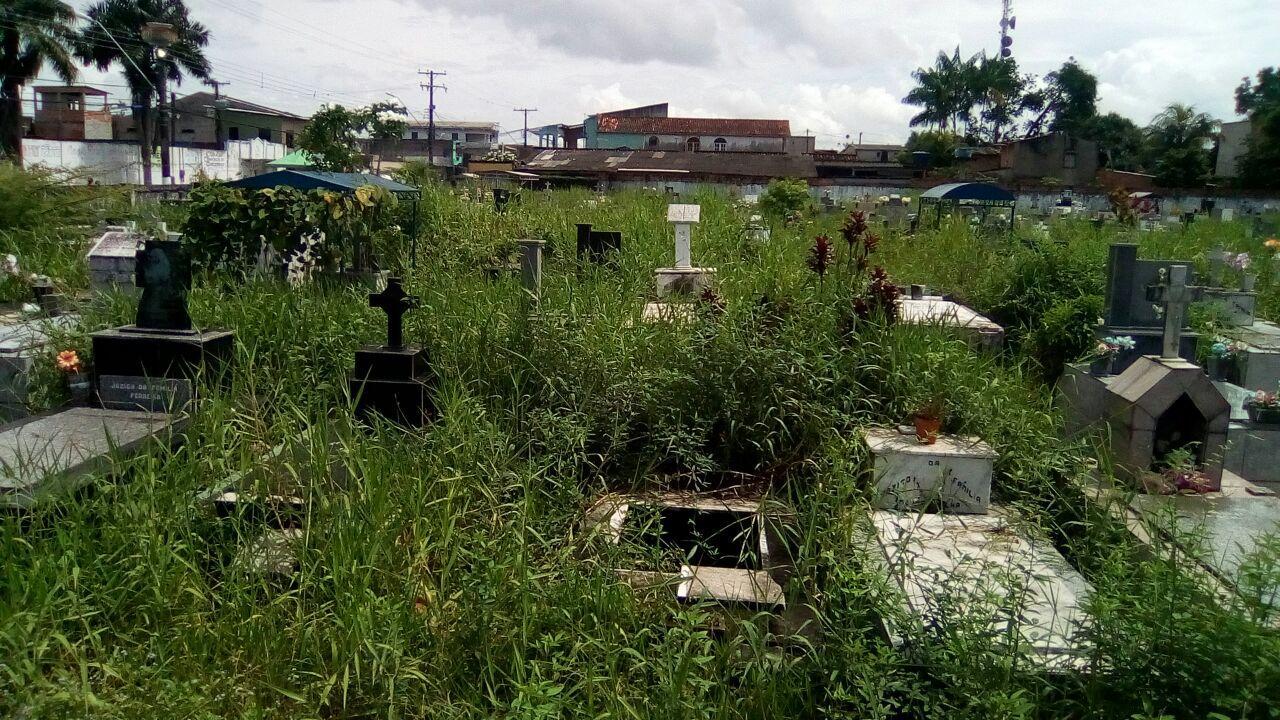 Abandono total é a realidade do Cemitério de Icoaraci.