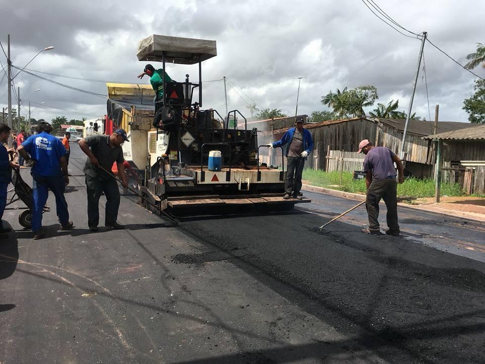 Pavimentação asfáltica pelas ruas do distrito