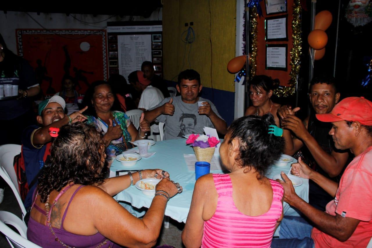 Moradores em situação de rua de Icoaraci  ganham jantar especial