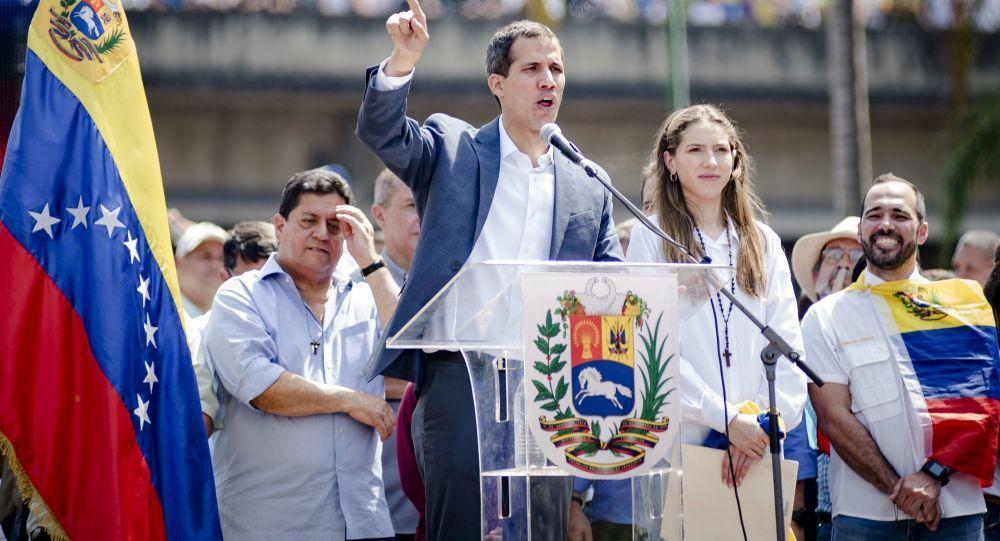 Inteligência da Venezuela detém 2 correligionários de Guaidó, um deles tinha armas