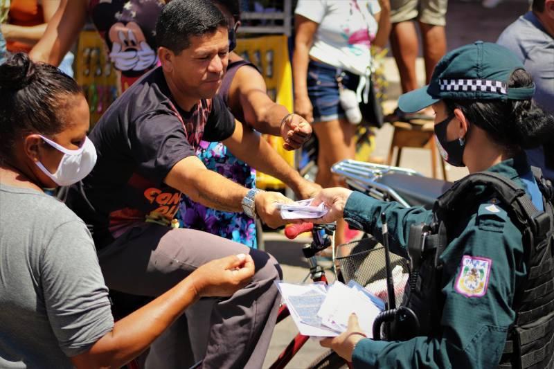 10º Batalhão entrega máscaras de proteção para moradores do Distrito de Icoaraci