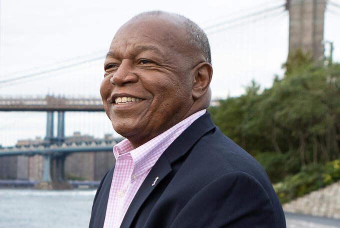 Biografia do Presidente de Lions Clubs International de 2021-2022, Douglas X. Alexander